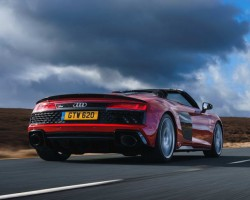 Updated R8 Spyder. Image by Audi.