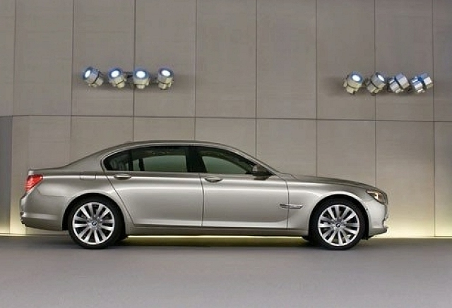 Tech-laden BMW 7 Series breaks cover. Image by BMW.