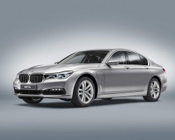 BMW 7 Series goes hybrid. Image by BMW.