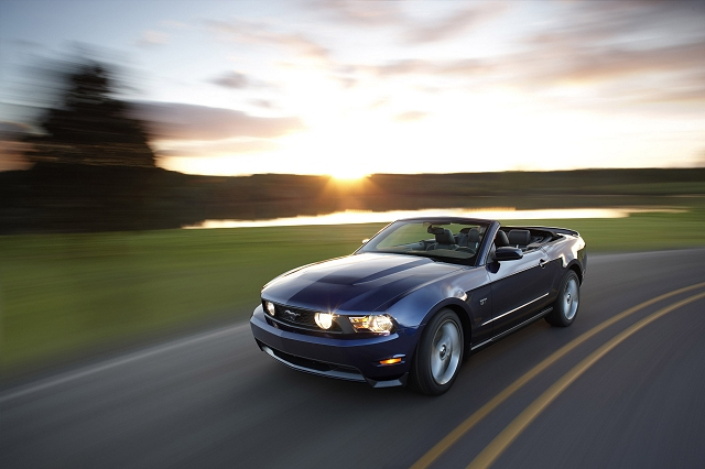 2009 Ford Mustang Convertible picture