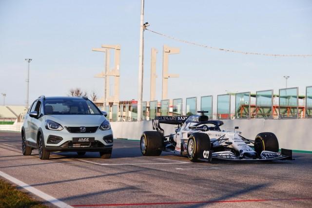 Honda F1-inspired hybrid tech for Jazz. Image by Honda.