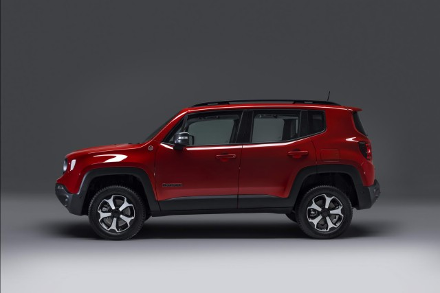 Jeep confirms PHEV power for Renegade and Compass. Image by Jeep.