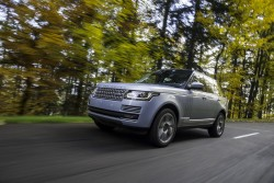 2014 Range Rover Hybrid. Image by Land Rover.