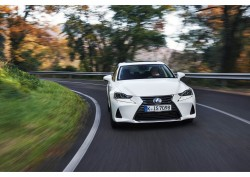 2017 Lexus IS. Image by Lexus.