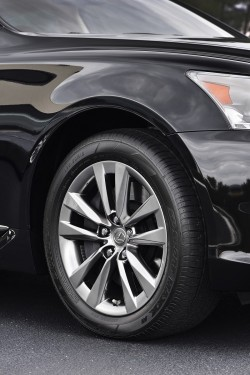 2013 Lexus LS 460. Image by Lexus.