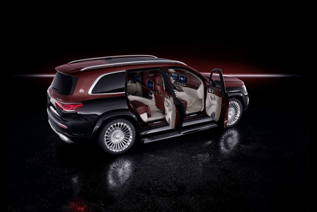 Mercedes shows off super-luxury GLS. Image by Mercedes-Maybach.