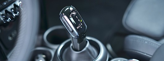 MINI debuts Steptronic dual-clutch gearbox. Image by MINI.