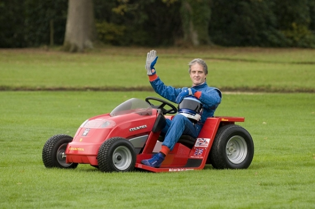 Incredible 100mph lawnmower. Image by Project Runningblade.