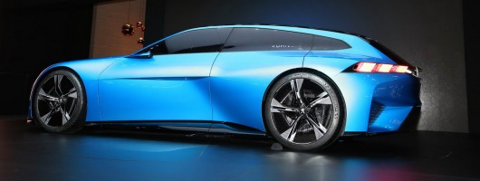 Peugeot Instinct Concept is self-driving, 300hp PHEV. Image by Newspress.