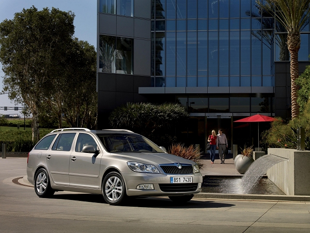 A new four-wheel drive from Skoda for Superb and Octavia .
