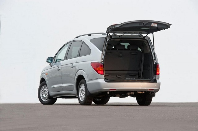 SsangYong Rodius gets a new engine. Image by SsangYong.