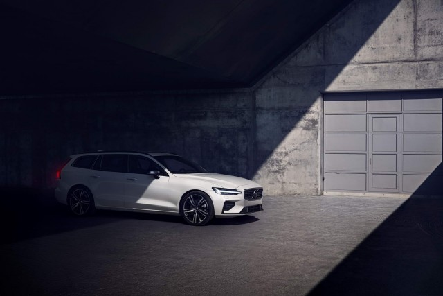 Volvo bolsters V60 with R-Design. Image by Volvo.